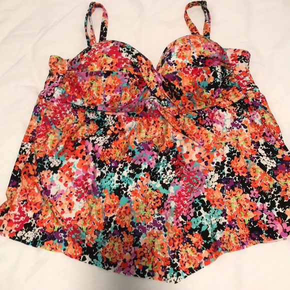 Kenneth Cole Reaction Other - Floral Tankini.  Size 2X